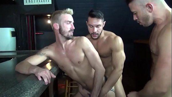 Atores porno gay fazendo putaria