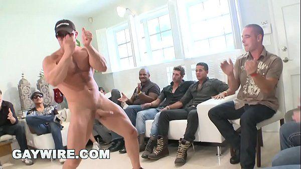 Garoto de programa satisfaz desejo dos machos