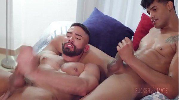 Gay gato provoca o seu amorado e fode com ele