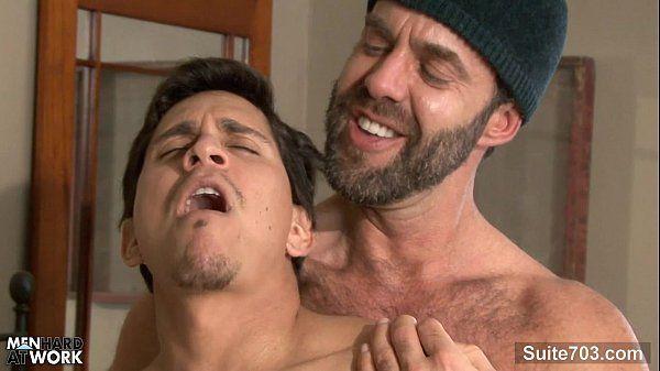 Gay gozando muito gostoso no pau do bandidão
