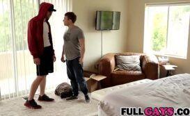 Hetero e gay metendo no quarto