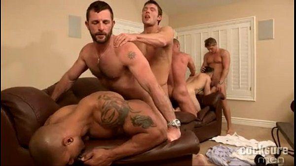 Orgia gay com putos transando com tesão