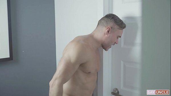 Ver porno gay macho ajudando o amigo a esvaziar os bagos
