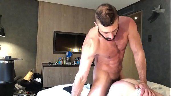 Blog gay amador barbudo dando o toba há vontade para o safado