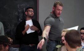 Gay bare passivo metendo dentro de sala com o seu professor