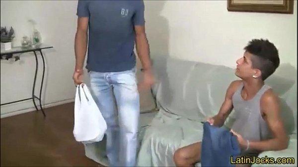 Pono do brasil safado novinho quicando na piroca