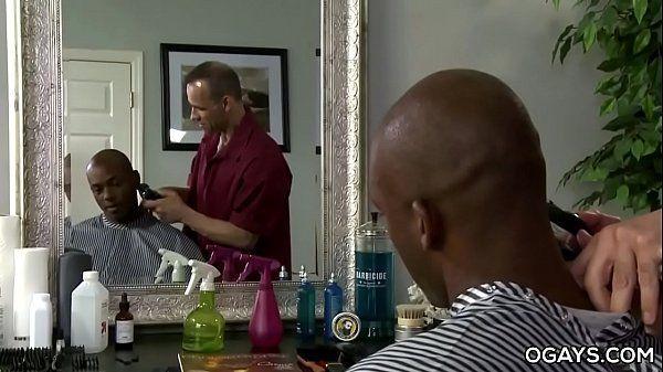 Umaboafoda negão comendo o cu do cabelereiro