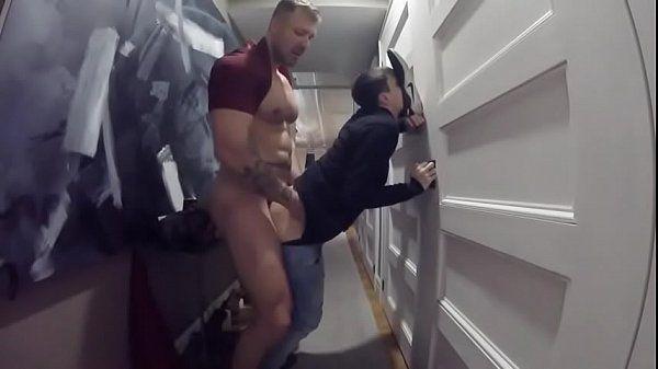 Ver x vidio novinho gay dando o cu na garagem