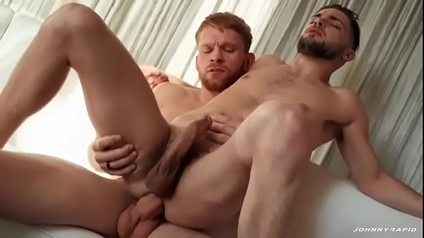Xx videoporno com marmanjo brincando com a rola grande do amigo