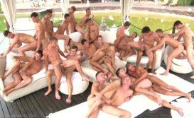 Orgia com vários gays