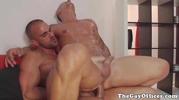 Os melhores videos de sexo gay bombado sentando gostoso