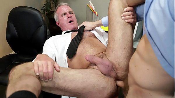 Coroa cacetudo dando o cu com muito prazer