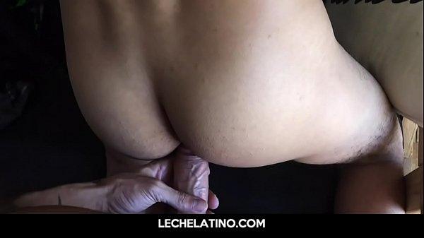 Garoto novinho gozando com a piroca no seu cu