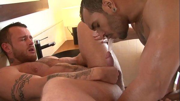 Homens nus fazendo sexo