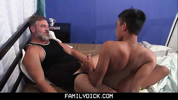 O homem fazendo sexo com homem
