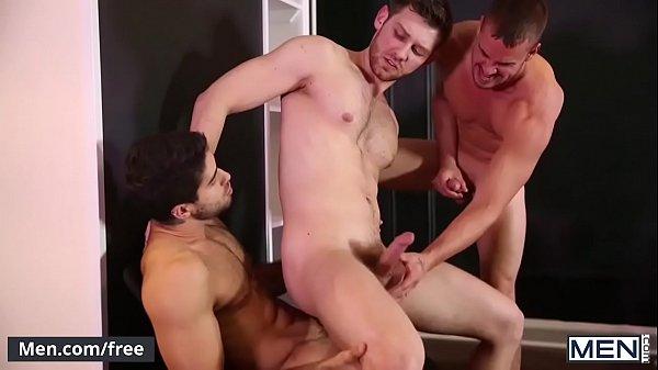Sarados malhados fodendo a três bem gostoso