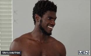 Sexo gay negro dotado traçando o rabo do passivo