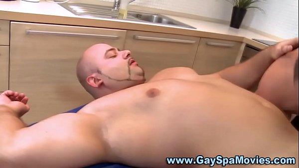 Sexo gay urso pelado dando o cuzinho