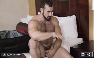 Ursos gays peludos safados fazendo sexo gostoso