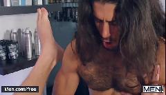 Video homem dando a bunda para o macho cabeludo