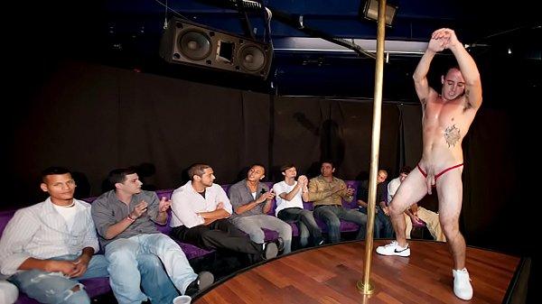 Homem pelado penis Stripper se mostrando na boate gay