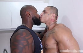 Brasileirinhos gay em um sexo gostoso e prazeroso de dois machos